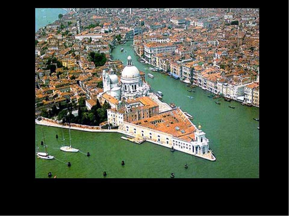 Венеция расположена на 119 островах, окружённых 150 каналами
