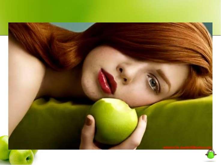 На Руси девушки гадали на яблоках о будущей любви. А в народе существует леге...