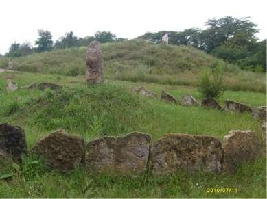 Перед тем, как выступить в поход, казаки насыпали курган земли при помощи шап...