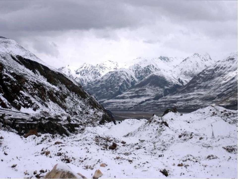 Вершины гор круглый год покрыты снегом