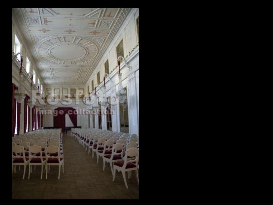 После революции последний владелец дворца граф Сергей Шереметев был вынужден...