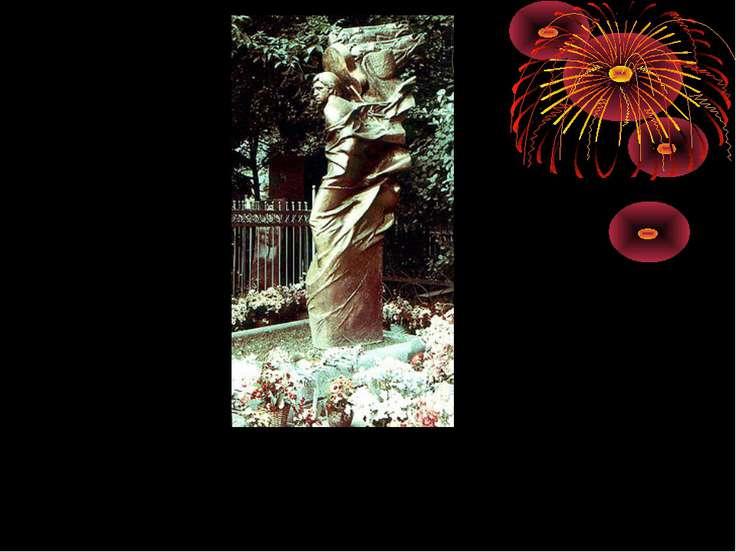 Памятник на могиле Высоцкого на Ваганьковском кладбище. Скульптор— А.Рукави...