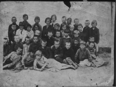 Роки війни У роки Великої Вітчизняної війни село було окуповане. Вчителі воюв...