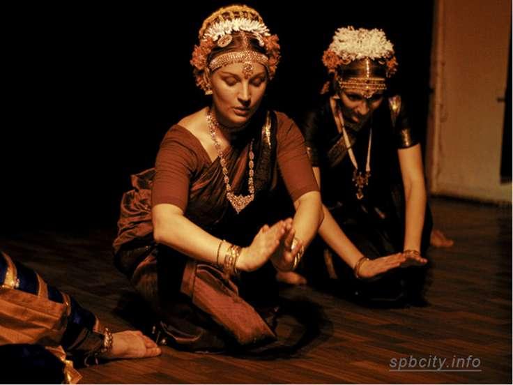 Катхакали Катхакали. Катхакали исполняют только мужчины в необыкновенно красо...
