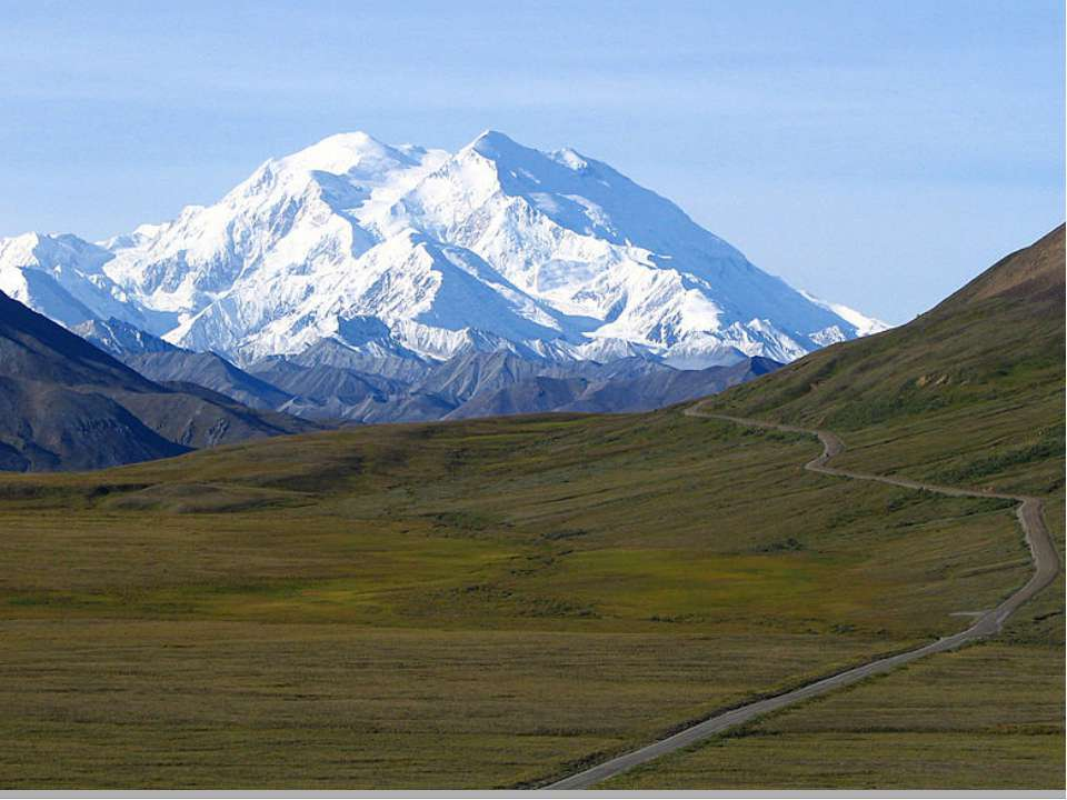 Наивысшая точка Северной Америки — гора Мак-Кинли — 6194 м. Самая низкая — До...