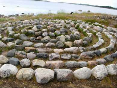 Предлагалось немало объяснений, касающихся предназначения каменных спиралей: ...